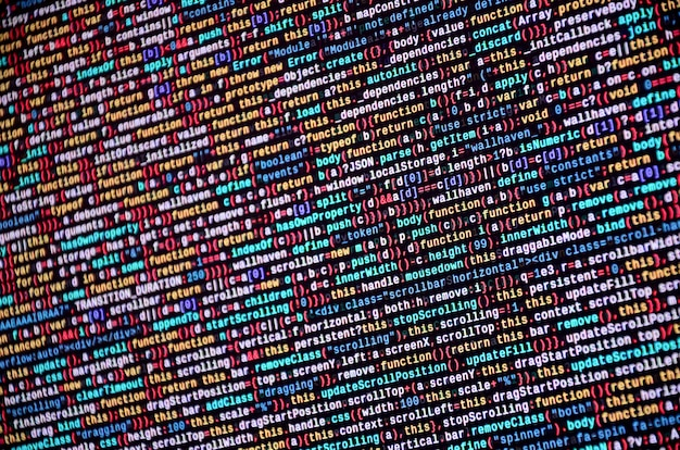 Programador desarrollador de software codigo en computadora. código fuente de la computadora de la escritura abstracta