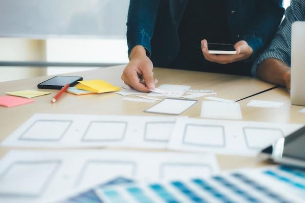 Programador y diseñador web, ux ui meeting para planear aplicaciones móviles.