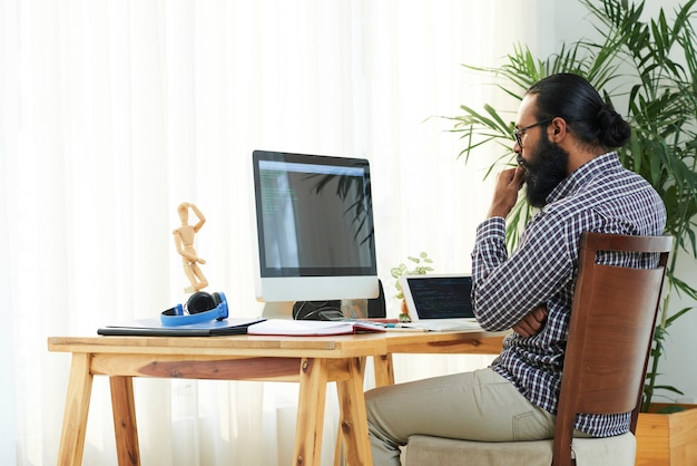 Programador por monitor de computadora