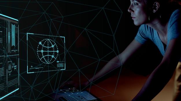 Programador trabajando de noche.