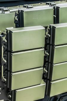Protección acumulativa activa de equipos militares.