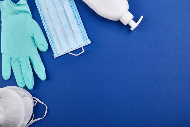 Protección plana contra coronavirus, máscaras de protección médica, guantes, frascos desinfectantes para manos.