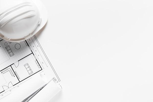 Proyecto de casa en papel blanco con espacio de copia