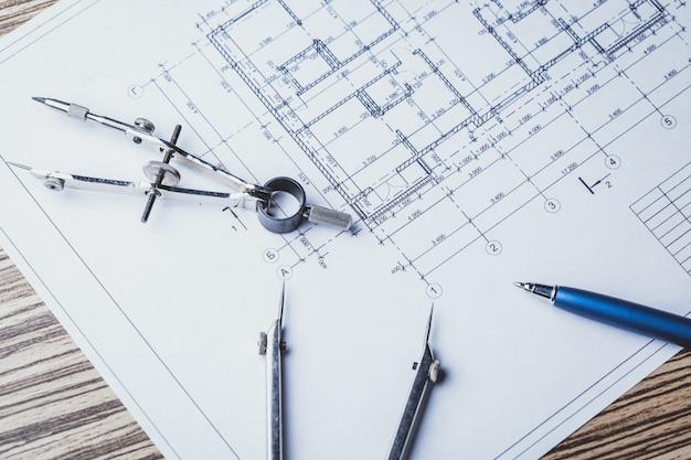 Proyecto de planos y herramientas, de cerca.