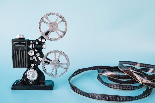 Proyector de cine con carrete de película