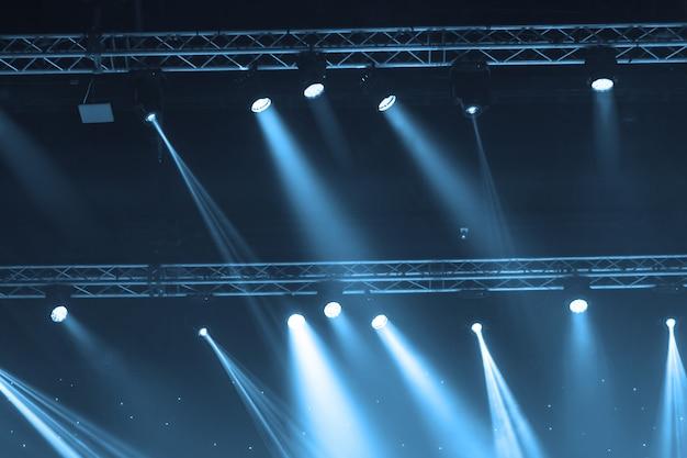 Proyector de escenario con rayos láser