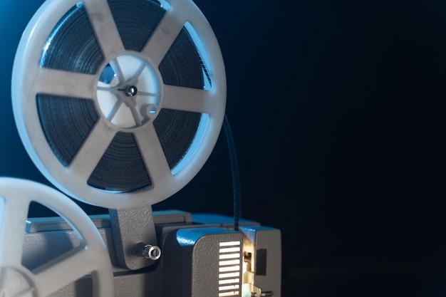 Proyector de película retro con bobinas de bobina de 8 mm