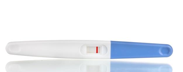 La prueba de embarazo está aislada en blanco