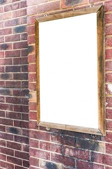 Publicidad cartel en blanco en pared de ladrillo