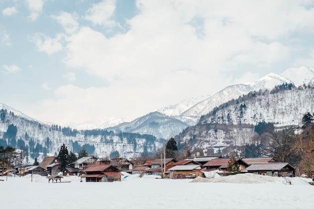 Pueblo de nieve en shirakawago, japón