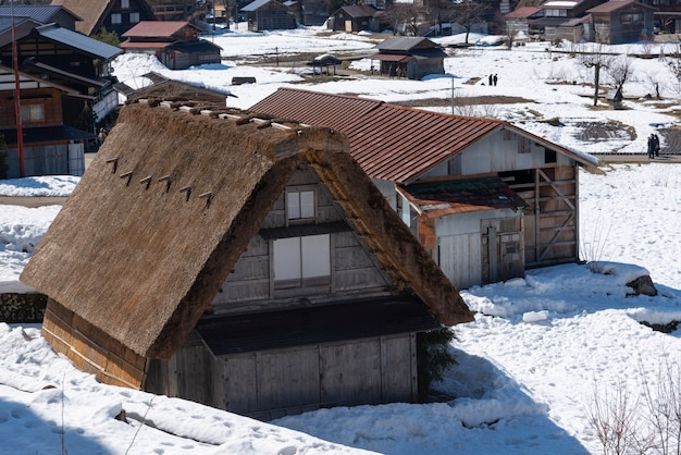 Pueblos históricos de shirakawa-go y gokayama, japón en invierno.