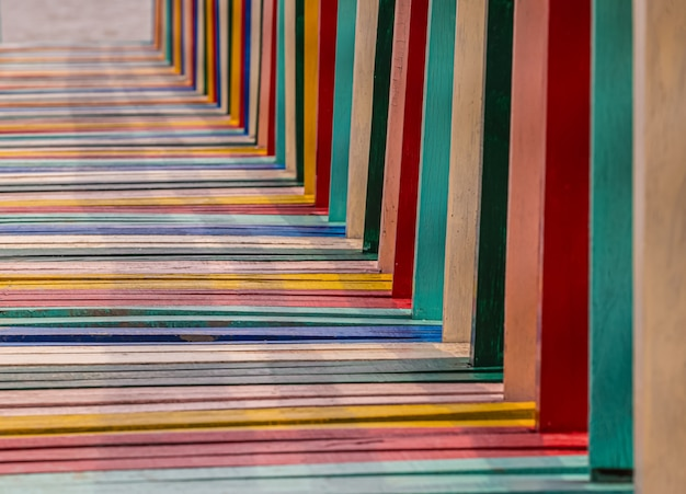 Puente del arco iris en el pueblo de kalong, samut sakhon, tailandia