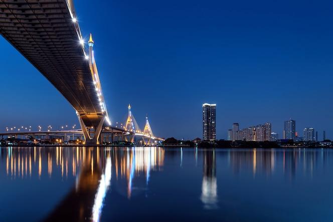 Puente bhumibol en bangkok tailandia,