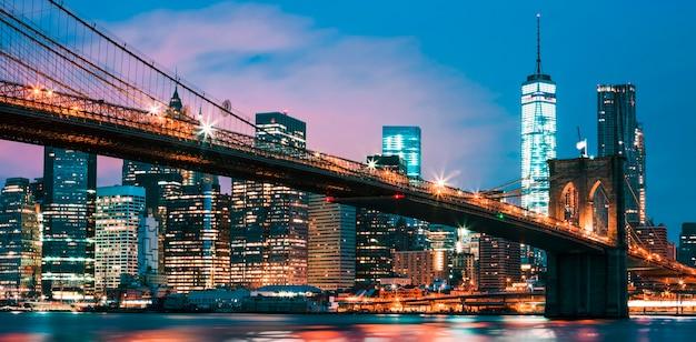 Puente de brooklyn al anochecer, nueva york