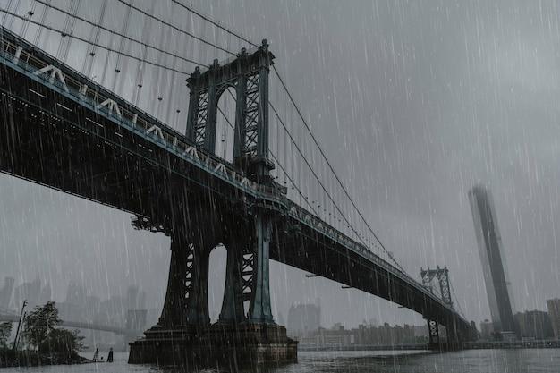 Puente de brooklyn en un día lluvioso