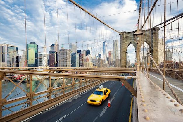 Puente de brooklyn en nueva york.