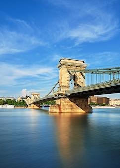 Puente de las cadenas en budapest, hungría