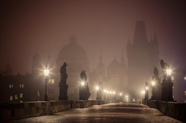Puente de carlos antes del amanecer, praga