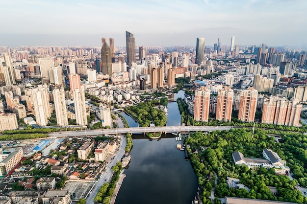El puente con la ciudad