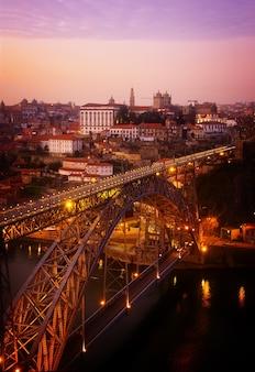 Puente de dom luis i en el viejo porto, portugal, tonos retro