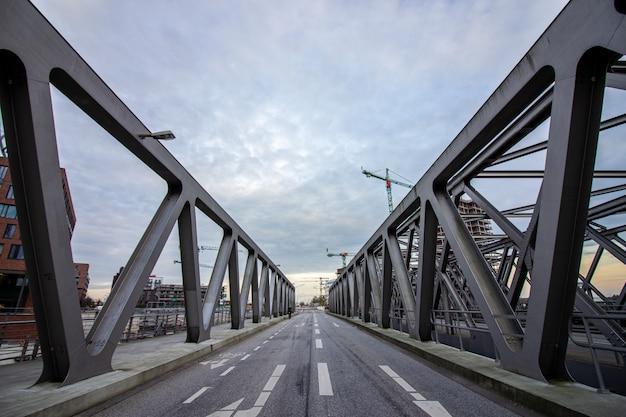 El puente magdeburger en hamburgo