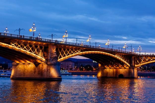 Puente margaret, vista nocturna
