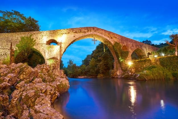 Puente romano de cangas de onís en asturias españa