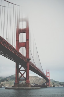 Puente de san francisco con niebla
