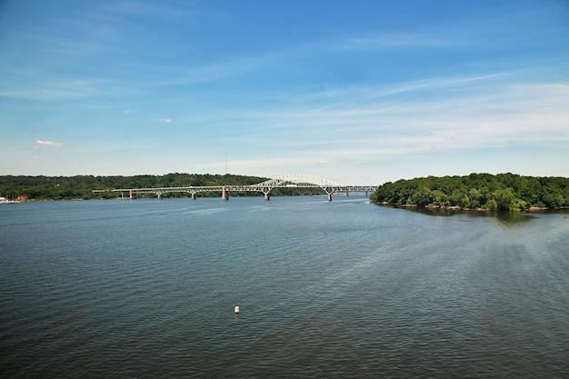 Puente sobre el río, estados unidos