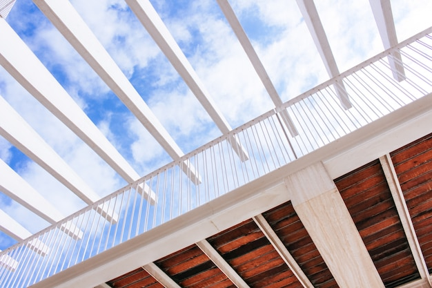 Puente de vista de ángulo bajo abstracto moderno