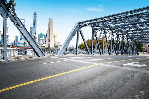 El puente waibaidu en shanghai, china