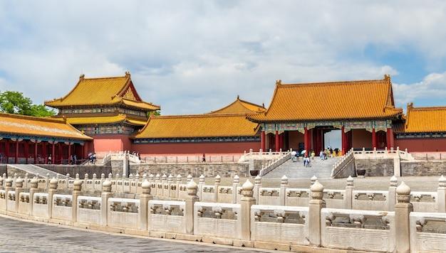 La puerta de la armonía suprema en la ciudad prohibida de beijing - china