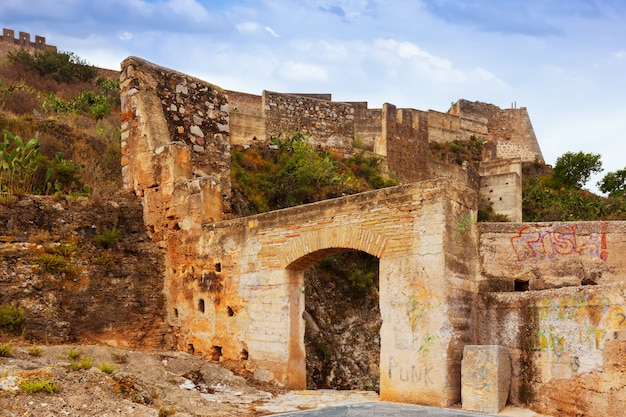 Puerta en el castillo abandonado de sagunto