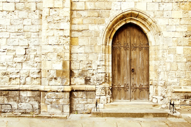 Puerta de castillo antigua