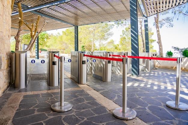 Puerta de entrada de la tarjeta de acceso al sistema de seguridad en el edificio.