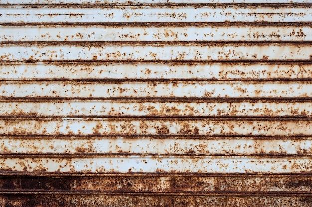 Puerta de garaje oxidada
