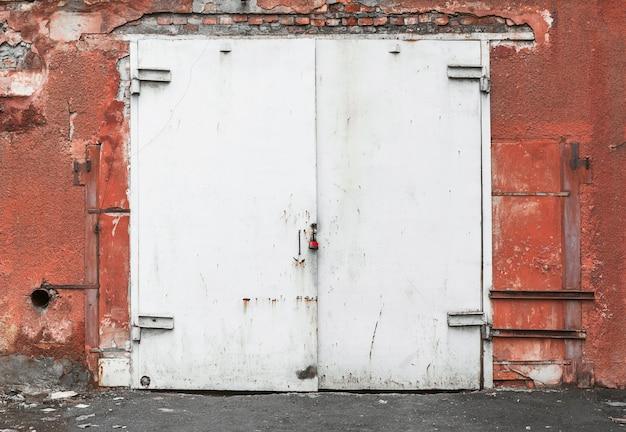 Puerta de hierro oxidado de textura