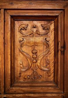 Puerta de madera alhambra carlos v granada