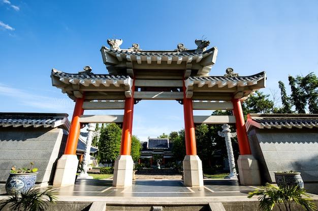 Puerta del templo chino vintage