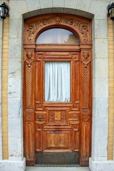 Puerta vieja, puerta del palacio, puerta de madera, entrada, salida