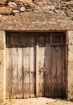 La puerta vieja