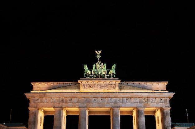 Puertas de brandenburgo en berlín, alemania