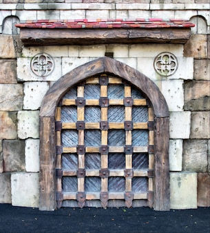 Puertas del castillo medieval