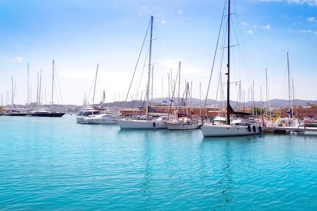Puerto deportivo en palma de mallorca en las islas baleares