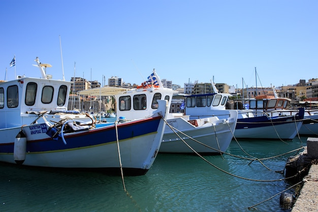 Puerto de heraklion y puerto veneciano en la isla de creta