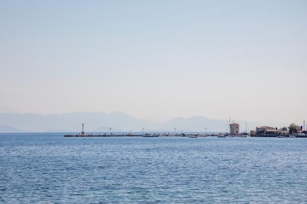 Puerto de kerkira, capitolio de corfú, grecia
