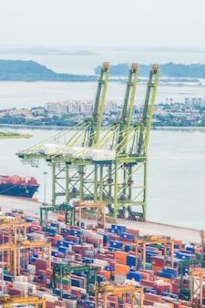 Puerto de la logística de contenedores comercio marítimo