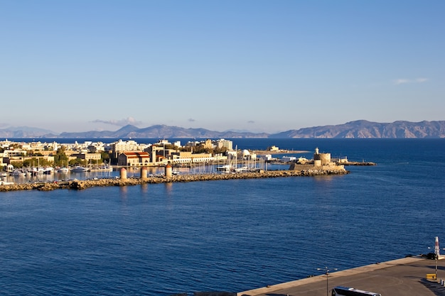 Puerto viejo de la isla de rodas, grecia