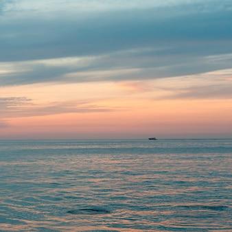 Puesta de sol sobre el mar, sayulita, nayarit, méxico