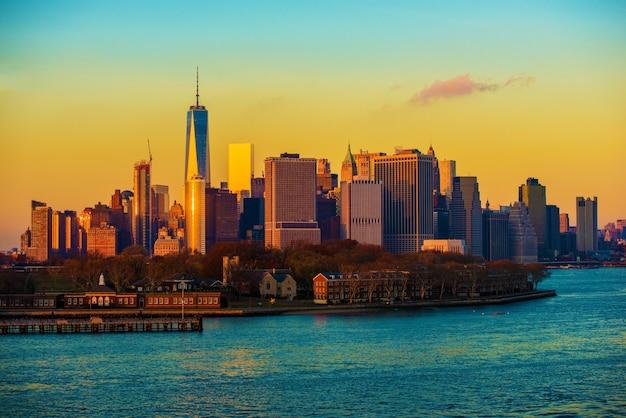 Puesta de sol del horizonte de la ciudad de nueva york